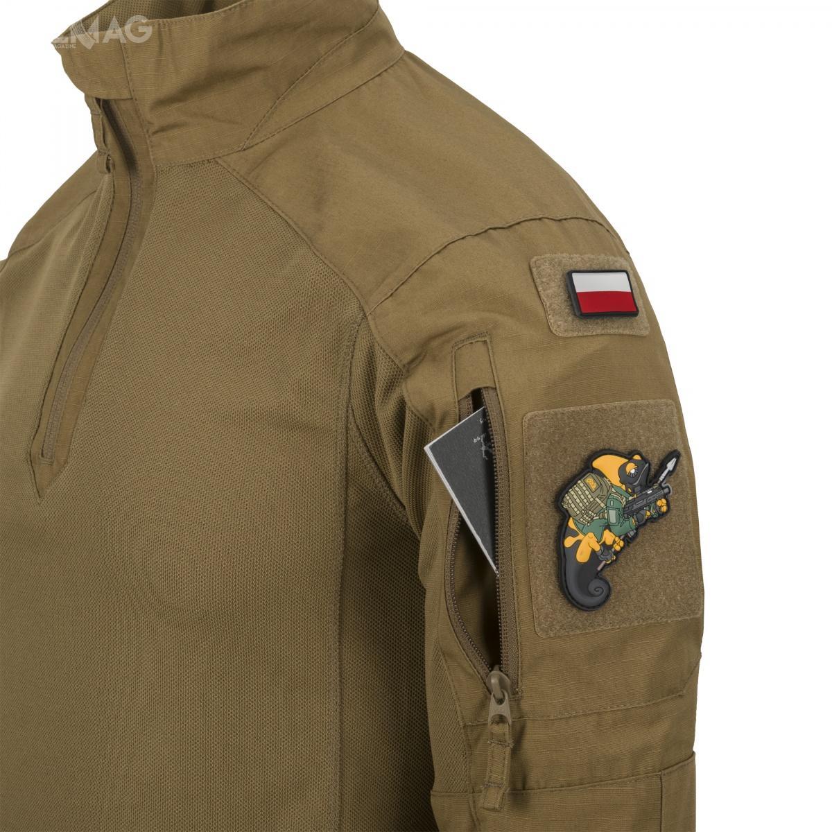 Na ramionach umieszczono dwie kieszenie zapinane nazamek. Zastosowany materiał NYCO zapewnia sztywność niezbędną dowygodnej obsługi /Zdjęcie: Helikon-Tex