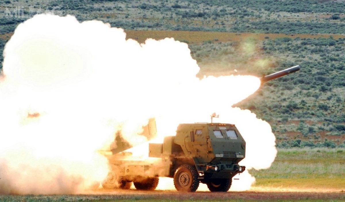 Amerykańska wyrzutnia M142 HIMARS odpalająca 227-mm pocisk ćwiczebny Lockheed Martin RRPR (Reduced-Range Practice Rocket) zcharakterystycznym wierzchołkiem celowo zmniejszającym zasięg rakiety / Zdjęcie: Lockheed Martin
