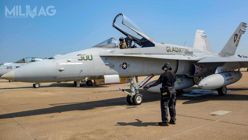 Wszystkie Hornety US Navy zostały pierwotnie wyprodukowane przezspółkę McDonnell Douglas, doczasu gdyta została wykupiona przezBoeinga w1997 / Zdjęcia: US Navy