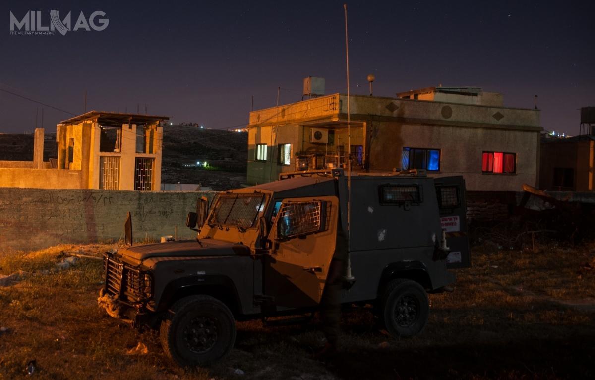 Siły Obronne Izraela użytkują lekkie pojazdy patrolowe MDT David od2007. Wprowadzono dosłużby dwa warianty: jeden bazujący nazmodyfikowanym Land Rover Defender 110 (nazdjęciu) orazdrugi naToyocie Land Cruiser. Częściowo zastąpiły bazujące napodwoziu Jeep Wrangler pojazdy AIL M-242 Storm wramach pilnej potrzeby operacyjnej / Zdjęcie: Cewa Hagana le-Jisra'el