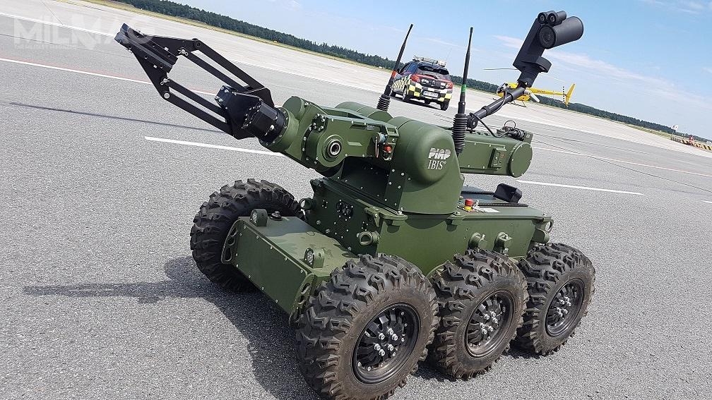 Wykorzystując robota IBIS pirotechnicy Żandarmerii Wojskowej będą mogli neutralizować ładunki wybuchowe, prześwietlać podejrzane przedmioty / Zdjęcia: PIAP