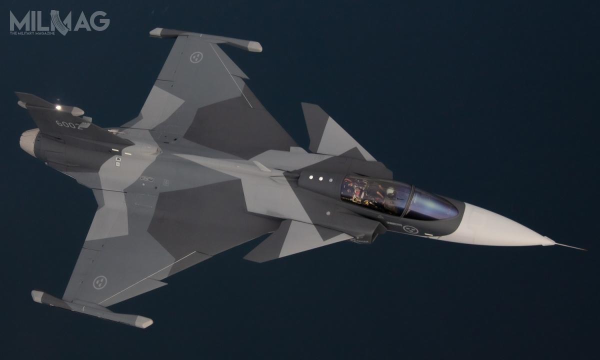 Oferta Saaba wfińskim programie HX składa się zpięćdziesięciu dwóch jednomiejscowych samolotów wielozadaniowych JAS 39E, dwunastu dwumiejscowych szkolno-bojowych JAS 39F orazdwóch samolotów wczesnego ostrzegania idowodzenia GlobalEye