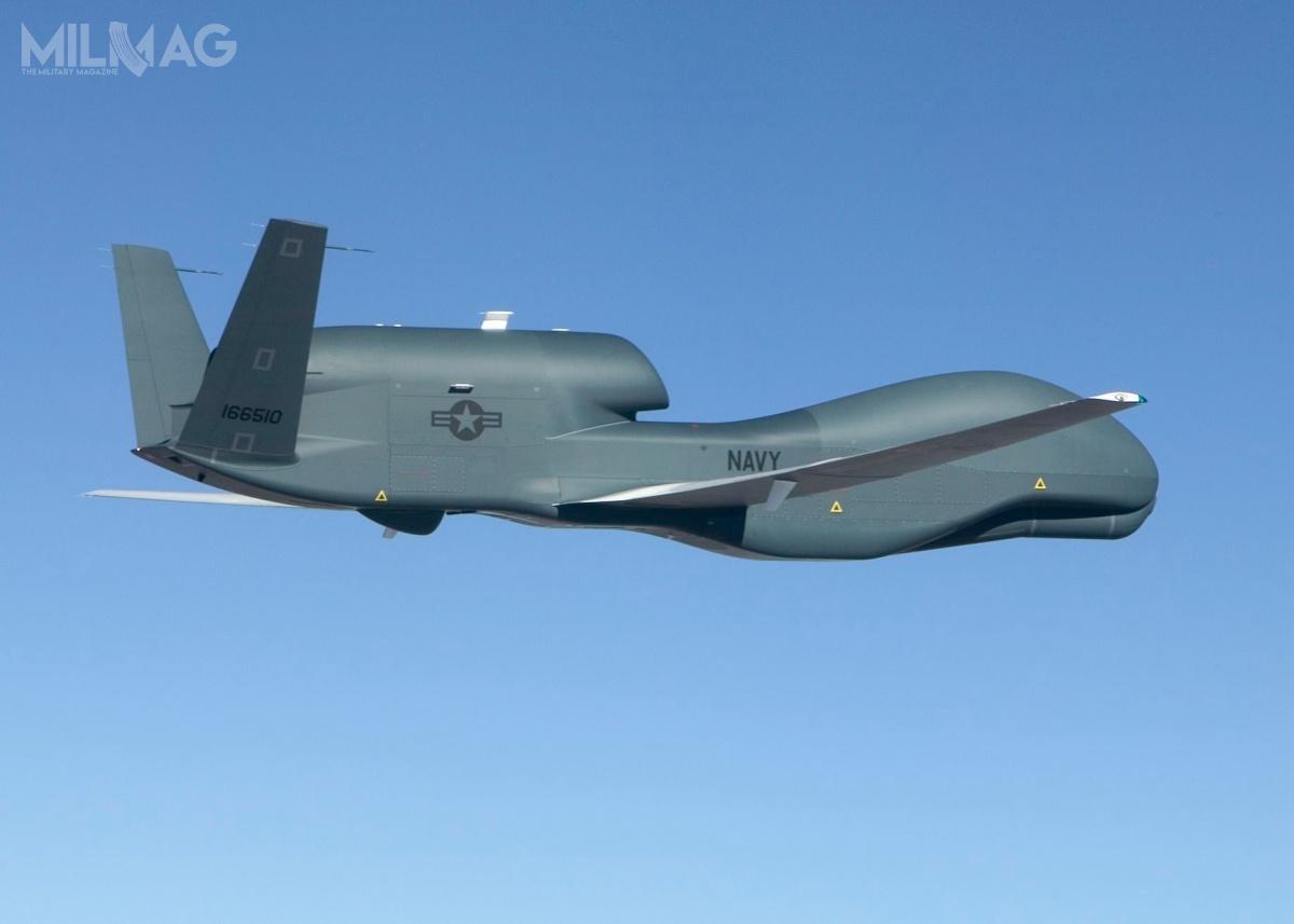 Zestrzelony bsl ma 14,5 m długości, 39,9 m rozpiętości skrzydeł, 4,7 m wysokości imasę 14,63 t. Pojedynczy silnik turboodrzutowy dwuprzepływowy Rolls-Royce AE 3007 ociągu 28,89–39,66 kN zapewnia mu prędkość maksymalną 575 km/h ipułap praktyczny 18 288 m. Zasięg maksymalny wynosi 15 186 km. /Zdjęcie: US Navy