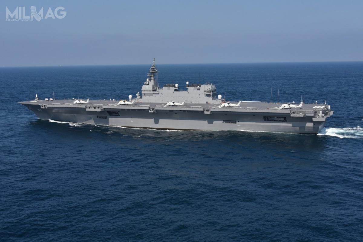 Po wejściu w2013 dosłużby pierwszej jednostki typu Izumu, JS Izumo (DDH-183), obok kolejnej JS Kaga (DDH-184), ich zadania określono jako zwalczanie okrętów podwodnych iochrona granic morskich państwa, atakże transportu personelu izaopatrzenia nawypadek katastrof. /Zdjęcie: Japońskie Morskie Siły Samoobrony