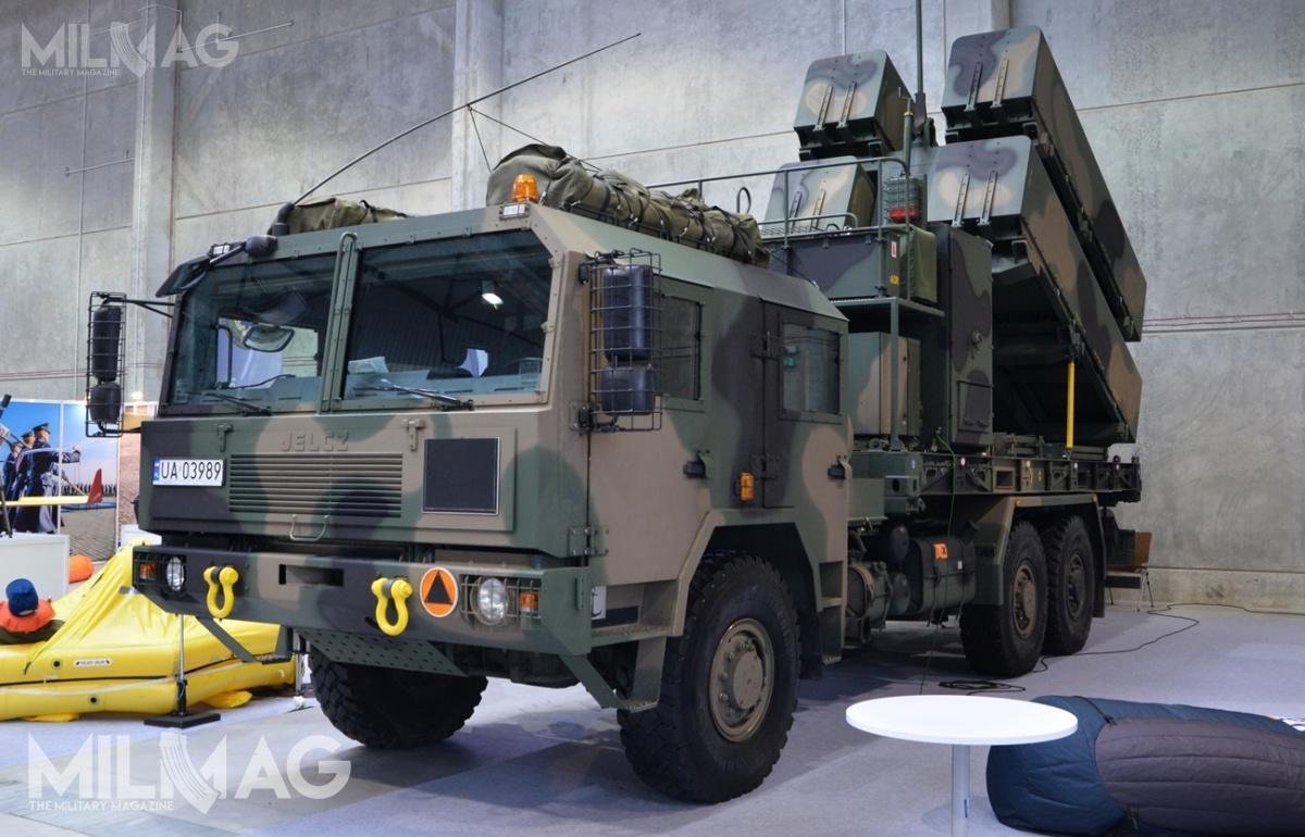 Jelcz S662D.43 jest pojazdem zukładem napędowym 6x6 przystosowanym dojazdy podrogach otwardej nawierzchni ijazdy wróżnych warunkach terenowych. Dotejpory SZ RP odebrały ponad 700 tych ciężarówek, służących m.in.jako baza podzabudowę samobieżnych wyrzutni pocisków przeciwokrętowych Kongsberg NSM / Zdjęcie: Paweł Ścibiorek