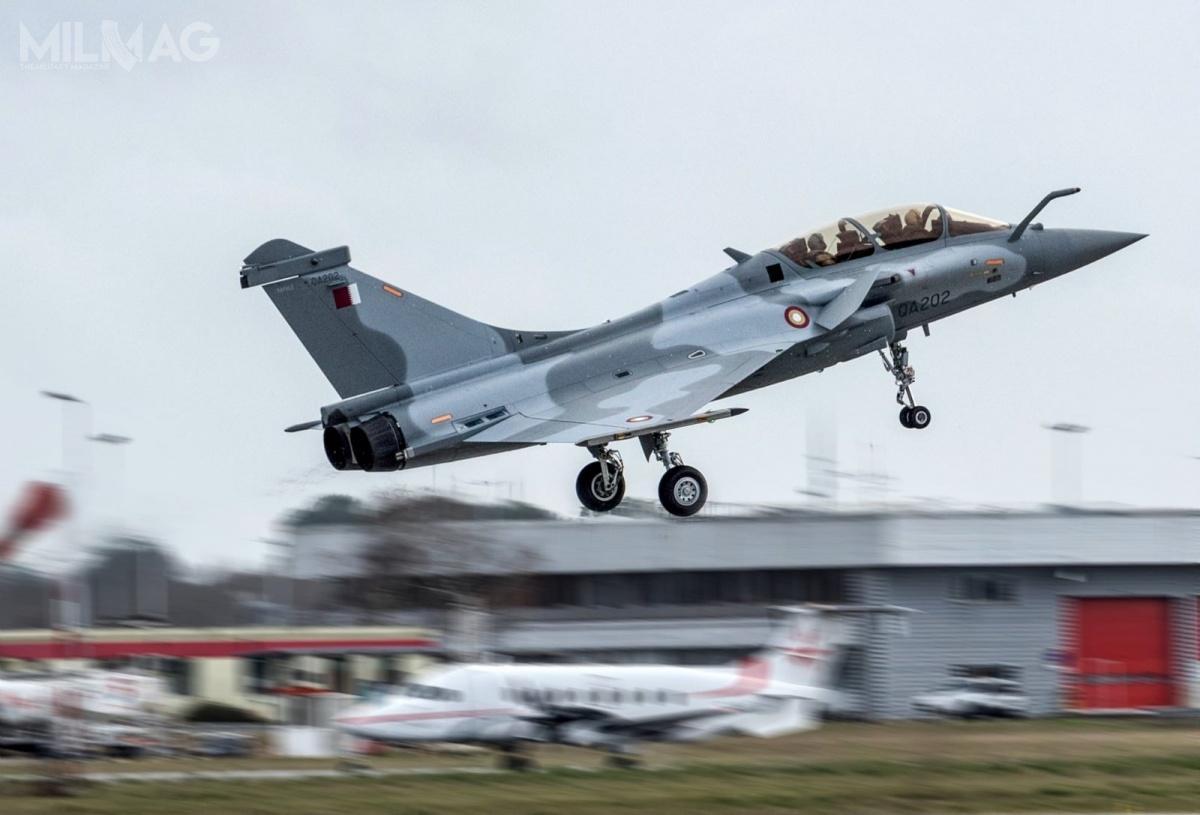 Zakup 36 samolotów wielozadaniowych Dassault Rafale (zopcją na36 kolejne) jest częścią szerszego programu modernizacyjnego emirskich wojsk lotniczych Kataru. Oprócz francuskich samolotów, po2021 oczekiwane są dostawy 36 F-15QA (zopcją na36 kolejnych) oraz24 Eurofighter Typhoon. Powykorzystaniu wszystkich opcji łącznie nawet 168 samolotów bojowych może zastąpić 12 użytkowanych Mirage 2000-5