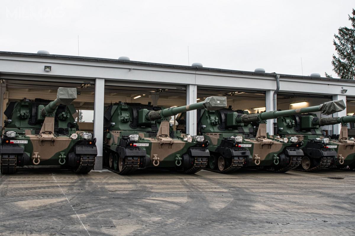 Do 23. Śląskiego Pułku Artylerii zBolesławca dotarły kolejne elementy dywizjonowego modułu ogniowego Regina wraz ze155-mm samobieżnymi armatohaubicami Krab.