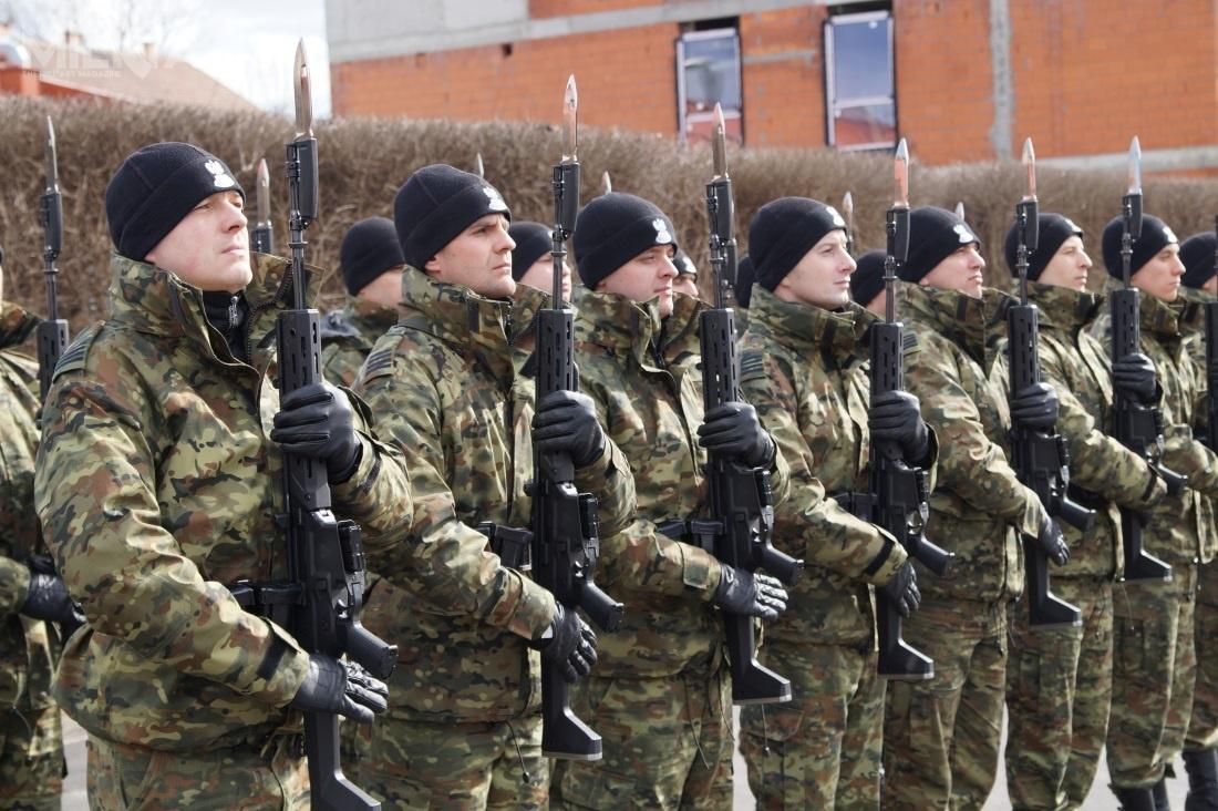 Oprócz bojowej odmiany karabinków automatycznych Grot C16 Straż Graniczna zamówiła także w2018 docelów ceremonialnych karabinki reprezentacyjne Grot R20 / Zdjęcia: Straż Graniczna