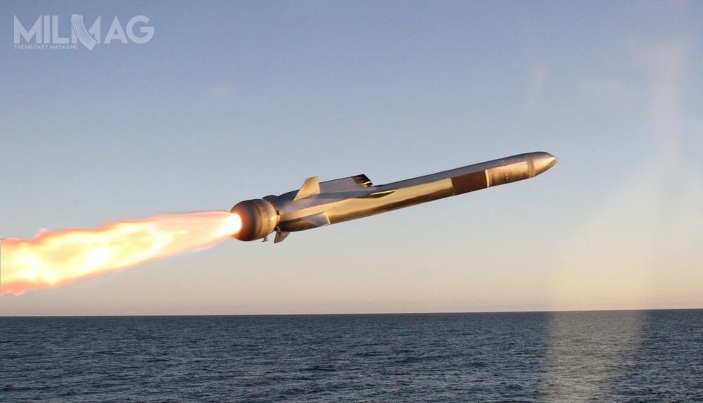 Pociski NSM, zdolne dorażenia celów morskich poza linią horyzontu, zostały opracowane przezKongsberg Defence & Aerospace. Od2015 Norwedzy współpracują zamerykańskim koncernem Raytheon / Grafiki: Kongsberg