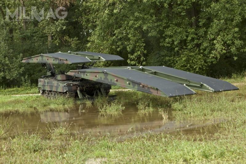 Leguan może być posadzony naróżnych podwoziach czołgowych: Leopard 1i2, M1 Abrams (jako M104 Wolverine) iM47/M60 Patton (jako M47E2VLP iM60VLPD 26/70E), atakże kołowych: MAN 8x8 iSisu ETP 10x10 / Zdjęcie: KMW
