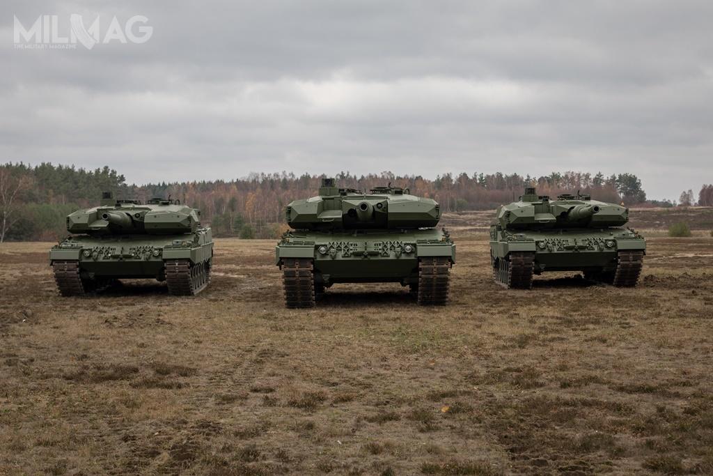 Rheinmetall Landsysteme dokonał formalnego przekazania gliwickim Zakładom Mechanicznym Bumar-Łabędy pierwszych przedseryjnych Leopardów 2PL. WPolsce nadal trwają badania prototypu zmodernizowanego Leoparda 24A