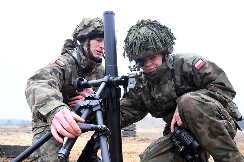 Moździerz lekki LM-60D podczas szkolenia wCentrum Szkolenia Artylerii iUzbrojenia wToruniu. MON chce zamówić bardzo dużą partię tejbroni dla nowo formowanych Wojsk Obrony Terytorialnej / Zdjęcie: Tomasz Kisiel/MON