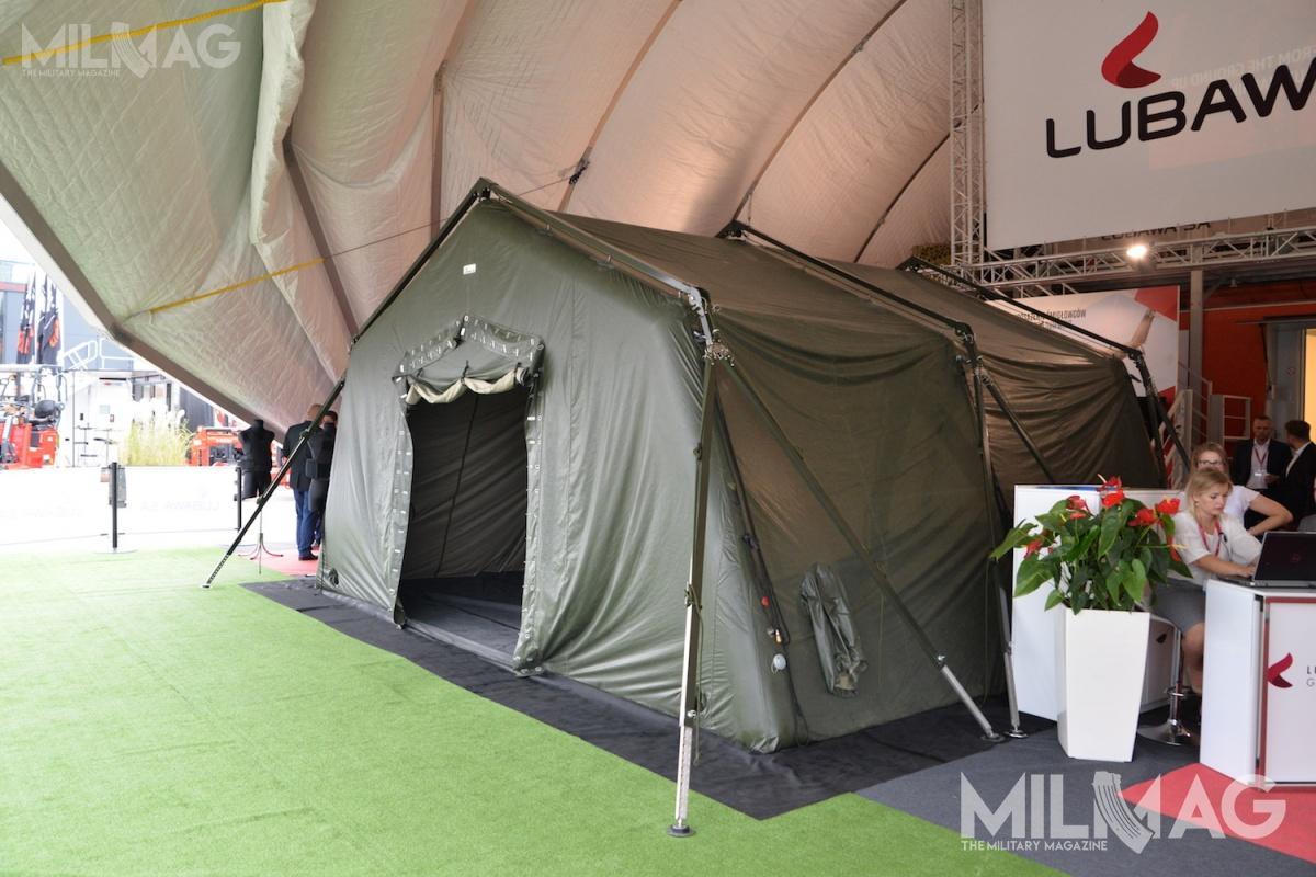 Namiot NPSO-30 może być wykorzystywany doneutralizacji skażeń, jako polowe centrum dowodzenia, szpital lub miejsce zakwaterowania /Zdjęcia: Paweł Ścibiorek