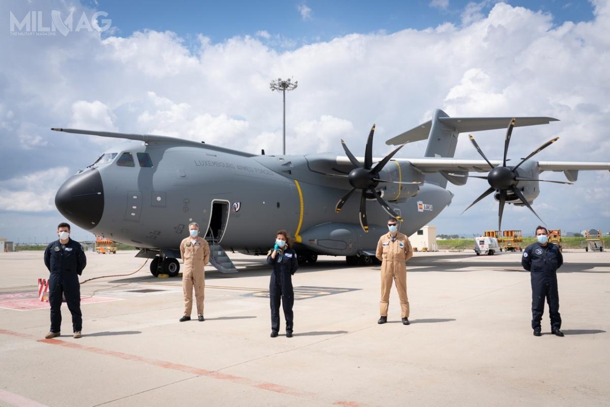Jak dotąd Airbus Defence and Space dostarczył 88 samolotów transportowych A400M-180 Atlas ze177 zamówionych dla wojsk lotniczych Francji, Niemiec, Malezji, Hiszpanii, Turcji iWielkiej Brytanii. Zainteresowana zakupem jest Arabia Saudyjska