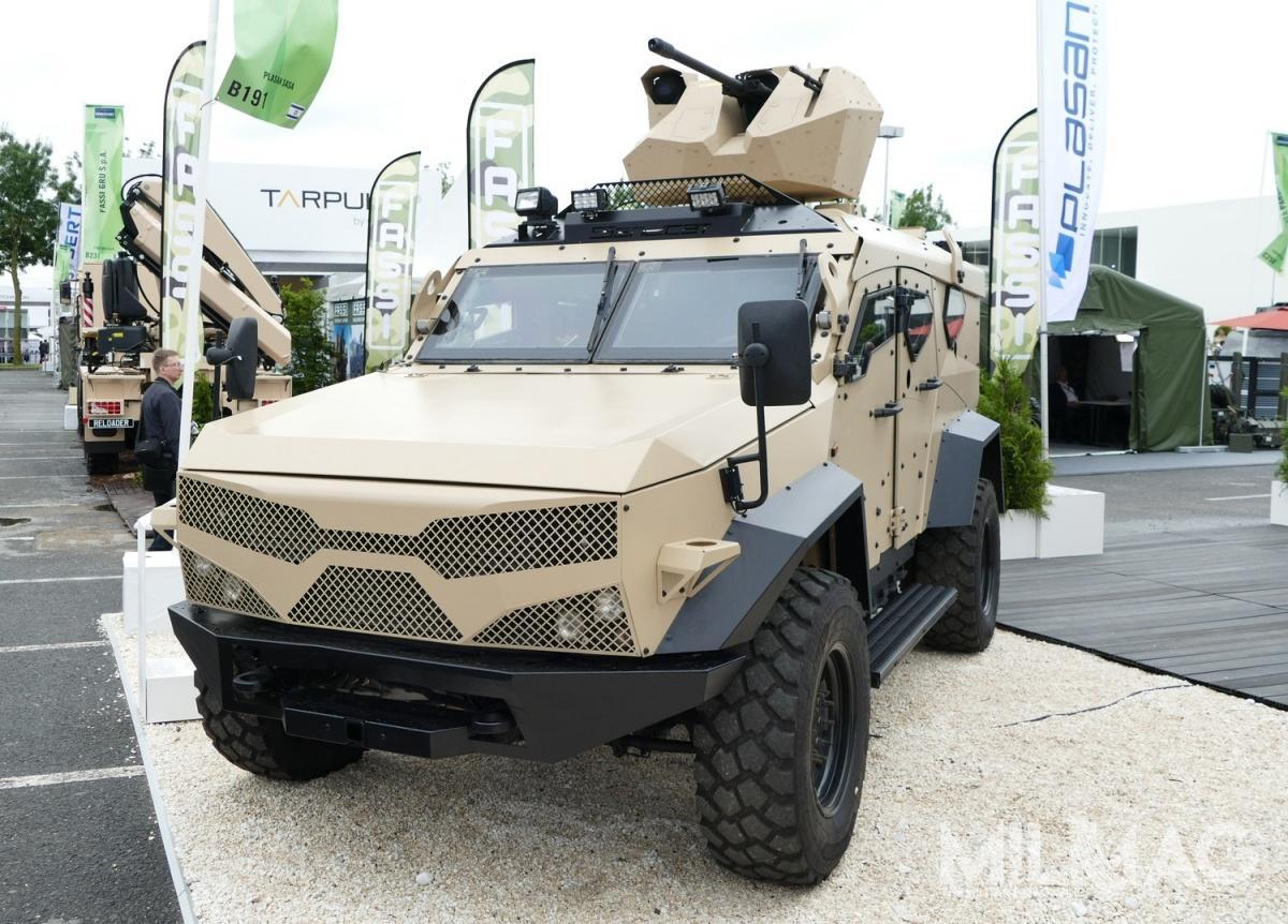 Zaprezentowany podczas targów Eurosatory 2018 minoodporny pojazd patrolowy Sand Cat M-LPV został wyposażony wzdalnie sterowany moduł uzbrojenia (zsmu) z12,7-mm wkm i7,62-mm km. /Zdjęcie: Remigiusz Wilk
