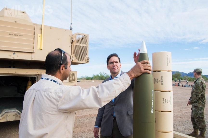 Modyfikacje pozwoliły nawydłużenie zasięgu rażenia zmaksymalnie 30 km do70 km, awprzyszłości planowane są testy amunicji ozasięgu ponad 100 km. /Zdjęcia: Mark Esper (US Army)