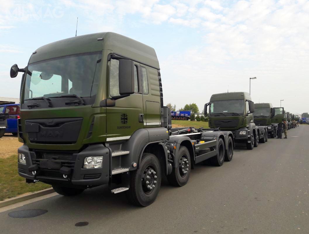 Pod koniec ubiegłego roku Bundeswehra zamówiła 342 samochody ciężarowe MAN TGS 8x4 zzestawami samozaładowczymi, którychdostawy rozpoczął Rheinmetall
