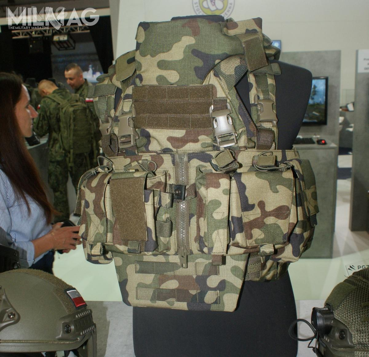 MPC-02 tomodułowy plate carrier przystosowany doprzyjęcia czterech płyt chroniących przedpociskami znabojów 7,62 mm x 39 BZ. Ochronę można rozszerzyć ozewnętrzne panele miękkie.