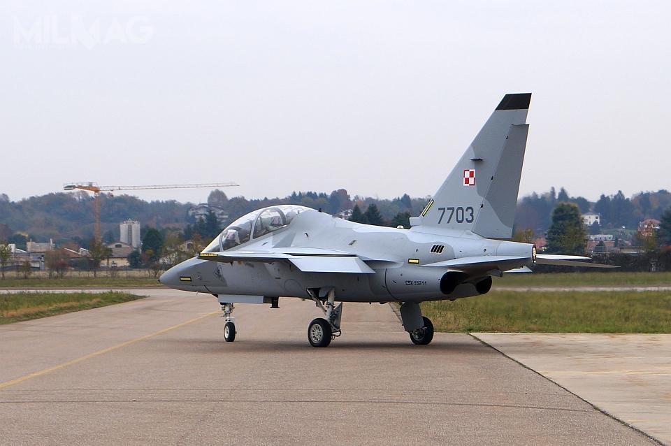 M-346 Bielik mają sukcesywnie zastępować przestarzałe TS-11 Iskra jako samoloty szkolenia zaawansowanego wSiłach Powietrznych RP.