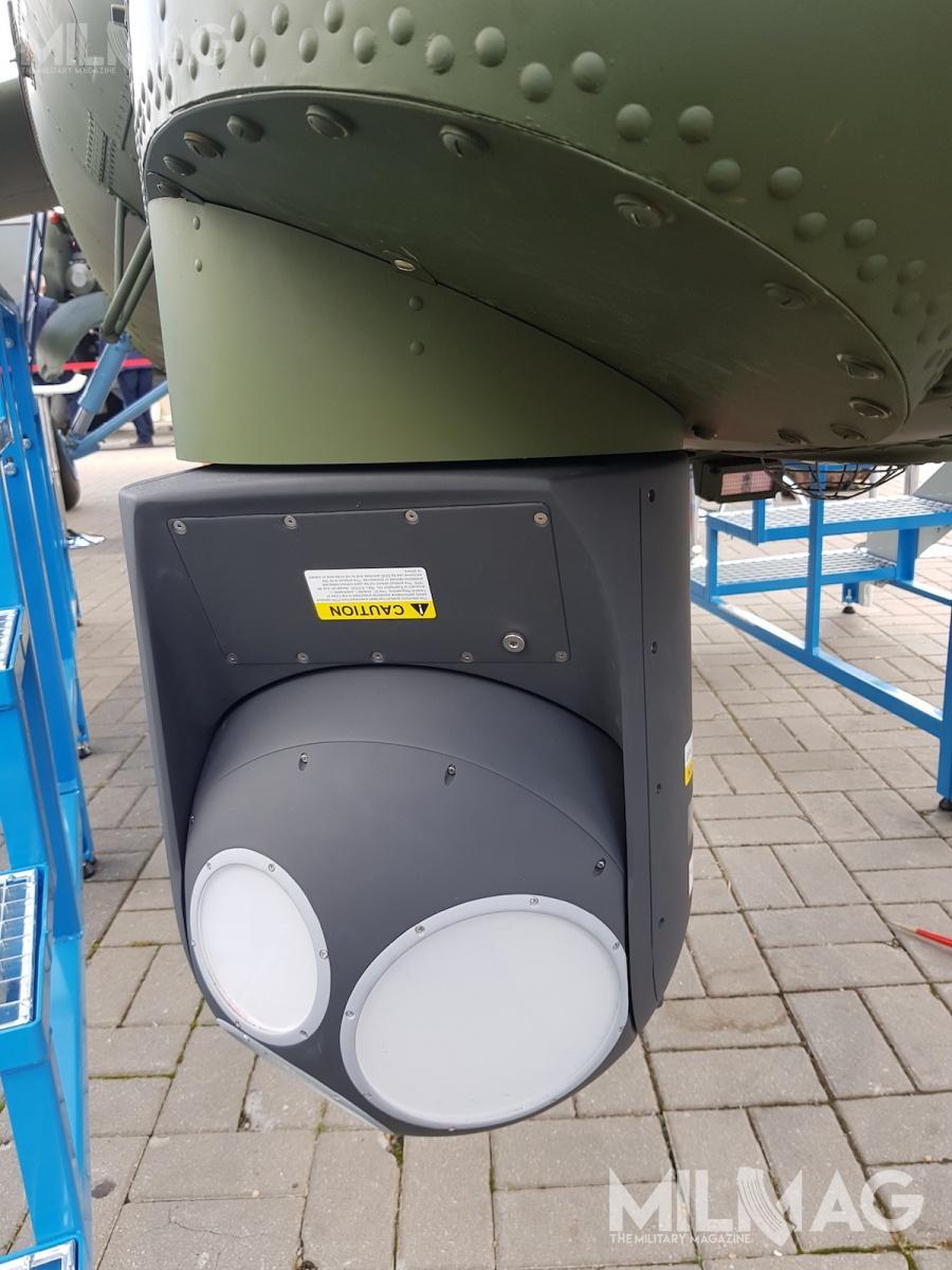 Śmigłowiec może zostać wyposażony wgłowicę elektrooptyczną Rafaela zkamerami doobserwacji dziennej inocnej orazdalmierzem ilaserowym wskaźnikiem celu /Zdjęcia: Jakub Link-Lenczowski
