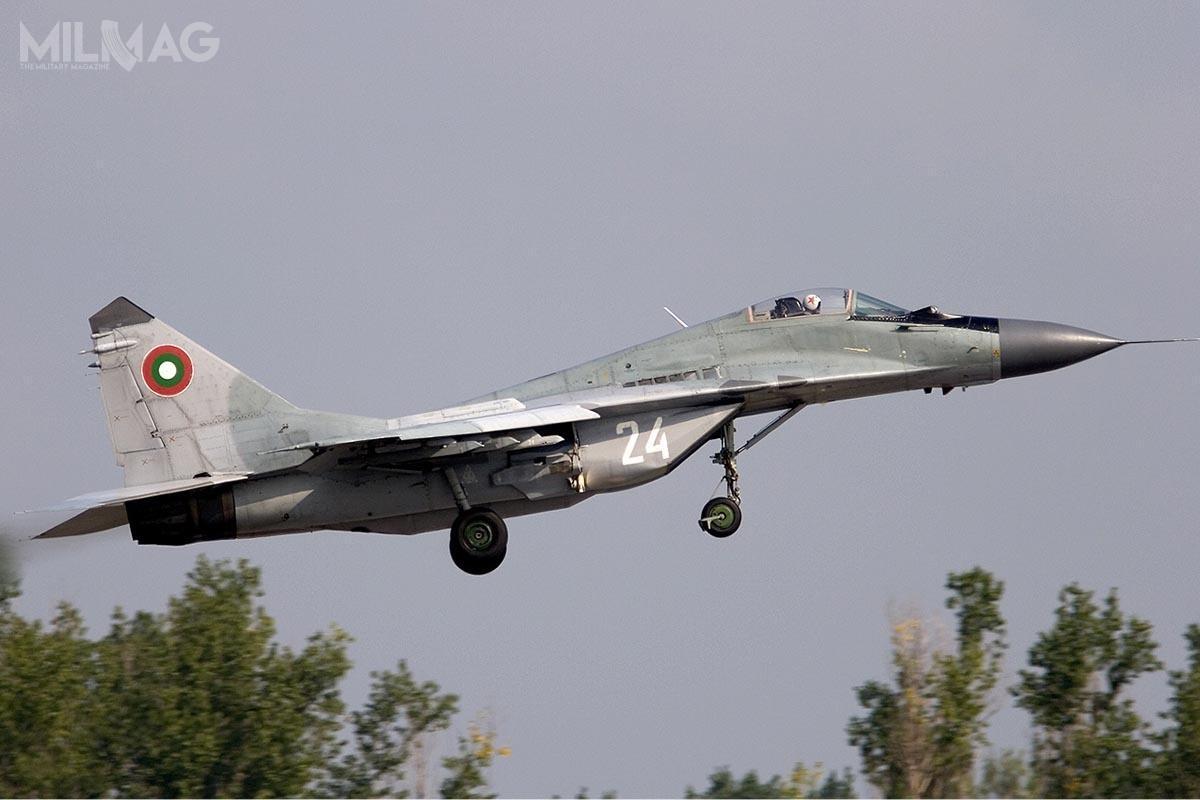 Bułgarskie wojska lotnicze dysponują etatowo flotą 12 jednomiejscowych MiG-29A oraz3dwumiejscowych MiG-29UB, które stacjonują w3. Myśliwskiej Bazie Lotniczej Graf Ignatiewo. Przedwycofaniem, samoloty mają zostać zmodernizowane dozgodnej zestandardami NATO wersji SD, gdyżich stan techniczny pozostawia wiele dożyczenia. /Zdjęcie: Ministerstwo Obrony Bułgarii