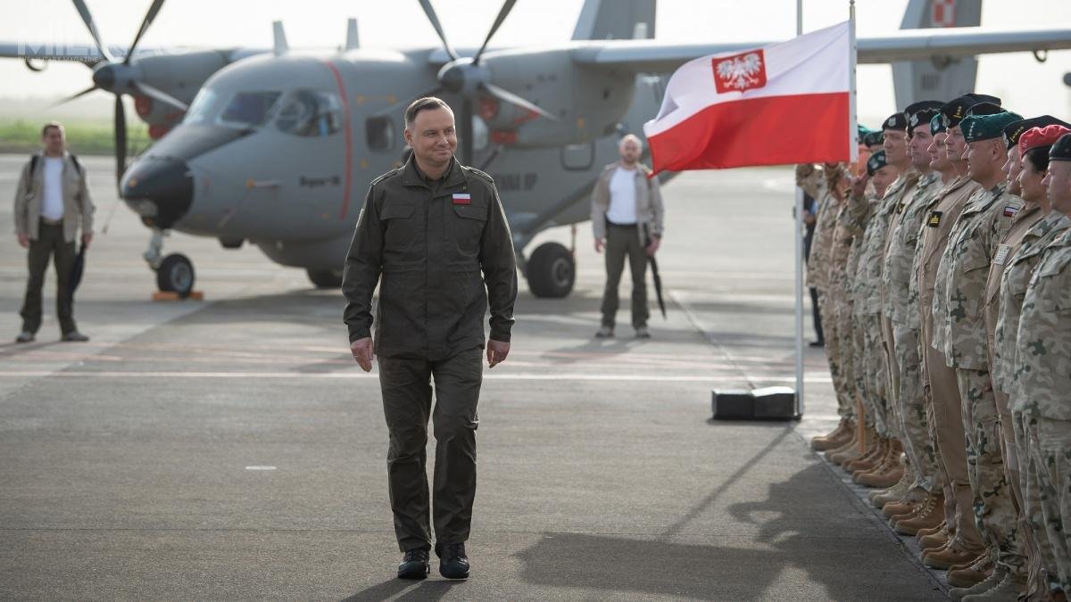 The President of Poland, Andrzej Duda (center), approved sending of a 80-men strong military contingent to Turkey / Photo by: st. szer. Wojciech Król CO/MON