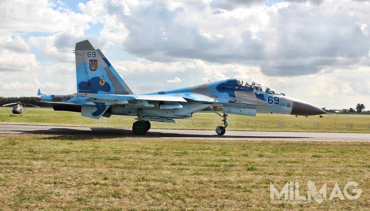 Obecnie nawyposażeniu ukraińskich wojsk lotniczych jest 17 ciężkich myśliwców przewagi powietrznej Su-27UP1M, Su-27S1M, Su-27P1M iSu-27UB1M oraz21 lżejszych wielozadaniowych MiG-29MU1/2. Dozastąpienia jest także 13 szturmowych Su-25M1 i12 Su-24M / Zdjęcie: Jakub Link-Lenczowski