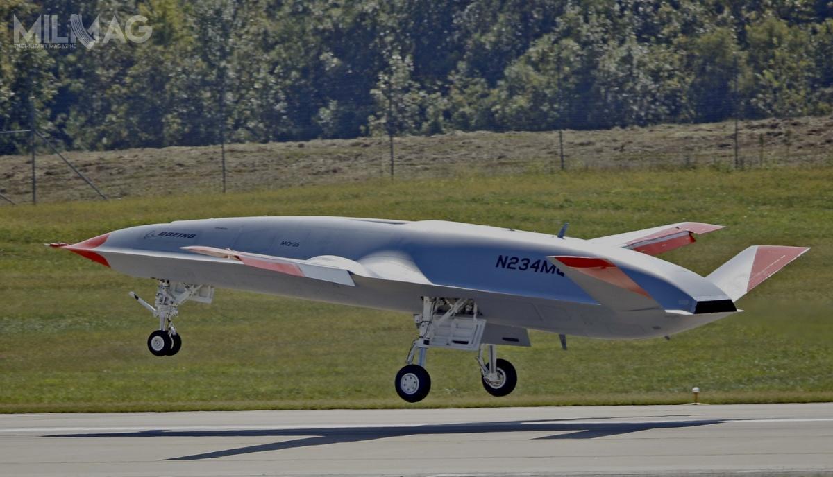 Oblot T1 nastąpił wnieco ponad sześć lat (19 lipca 2013) polądowaniu bsl Northrop Grumman X-47B onazwie własnej Salty Dog 502 napokładzie lotniskowca USS George H.W. Bush (CVN-77), którybył pierwszym autonomicznym bezzałogowcem bazowania pokładowego / Zdjęcie: Boeing