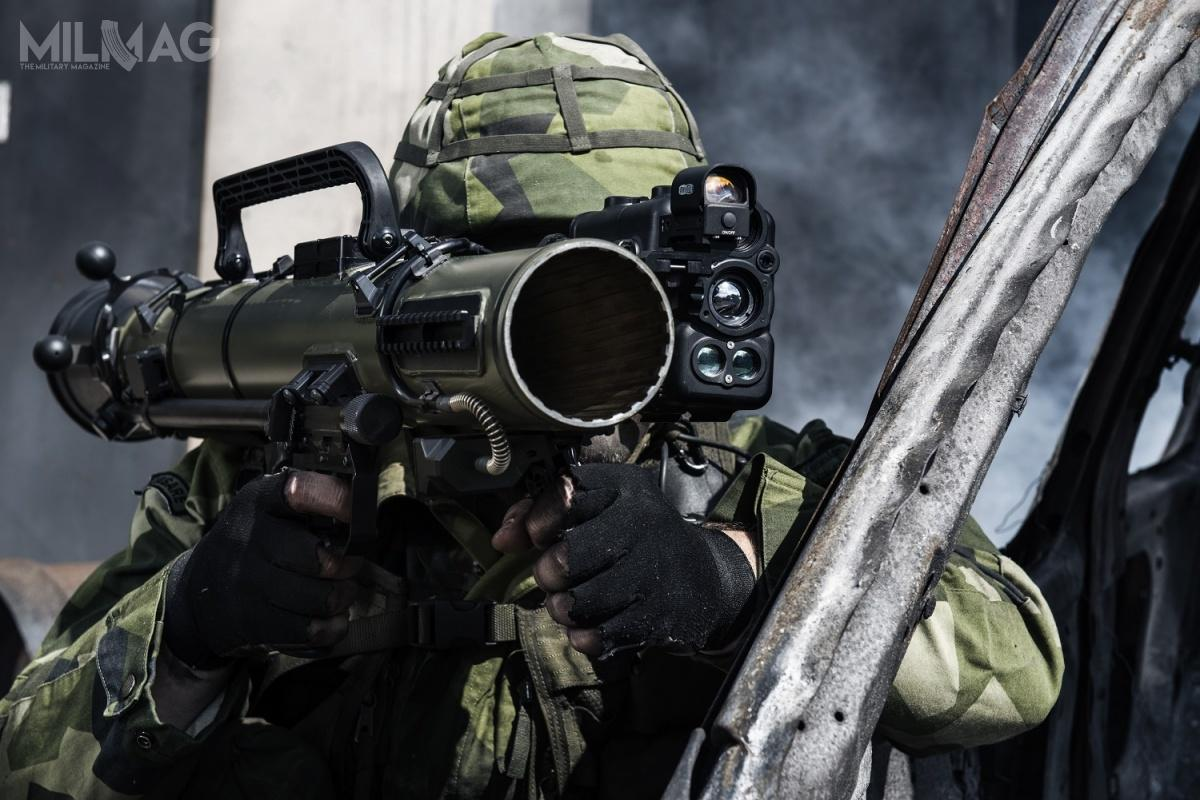 Siły zbrojne Wielkiej Brytanii rozpoczęły postępowanie nadostawy wielozadaniowych granatników wielorazowego użytku MRSL (Reusable Multi-Role Medium Range Shoulder Launcher) wraz zsystemami celowniczymi iamunicją. Najpoważniejszym kandydatem wydaje się być szwedzki Saab zmodelami CGM3/M4. Wcześniej Brytyjczycy dolat 1990. używali CGM2 jako L14A1 / Zdjęcie: Saab