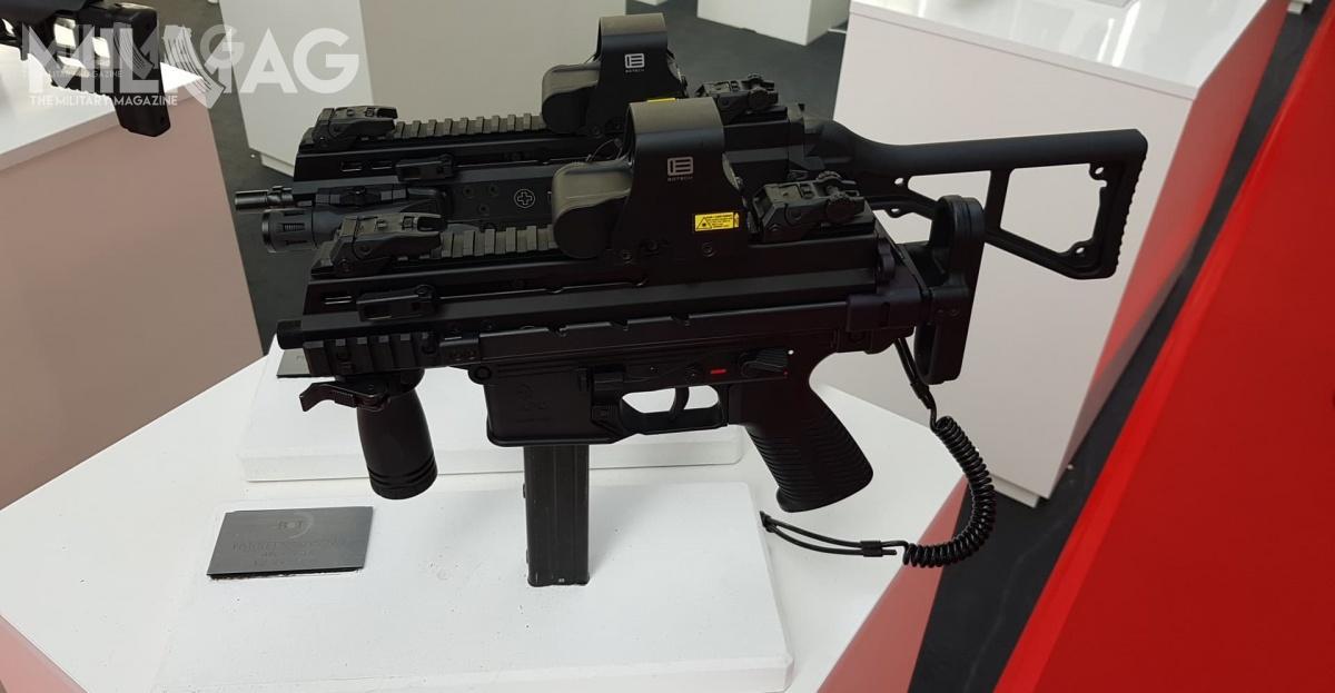 9-mm pistolet maszynowy APC9 jest powszechnie używany przezjednostki policji nacałym świecie zewzględu naswoje gabaryty.