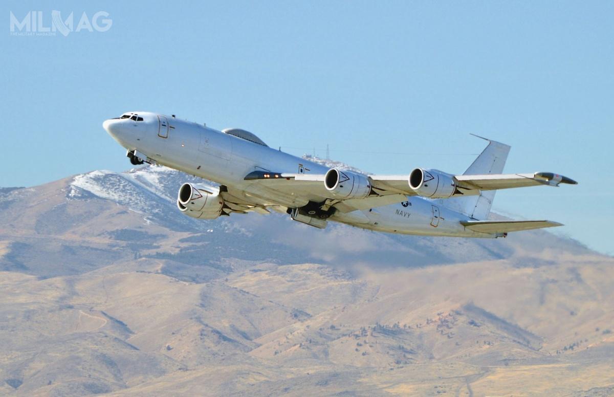 E-6B Mercury lub TACAMO zapewniają łączność dalekiego zasięgu zapomocą nadajników bardzo niskich częstotliwości (ELF). Są wykorzystywane dokomunikacji zzałogami okrętów podwodnych przenoszących międzykontynentalne pociski balistyczne, nawet gdyte pozostają wzanurzeniu / Zdjęcie US Navy