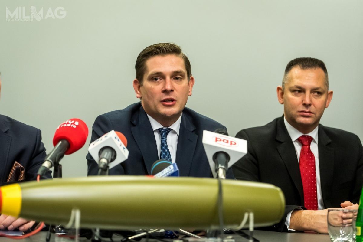 29 listopada wsiedzibie spółki Nitro-Chem wBydgoszczy, wobecności sekretarza stanu wMON Bartosza Kownackiego, podpisana została umowa naprodukcję bomb lotniczych rodziny Mk 82 / Zdjęcia: PGZ, USAF