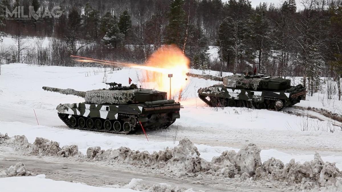 Norweskie Leopardy 2A4NO podczas międzynarodowych ćwiczeń Cold Response 14, wktórychbrały udział jednostki zFrancji, Holandii Kanady, Stanów Zjednoczonych, Szwecji iWielkiej Brytanii / Zdjęcie: Burt Traynor/USAF
