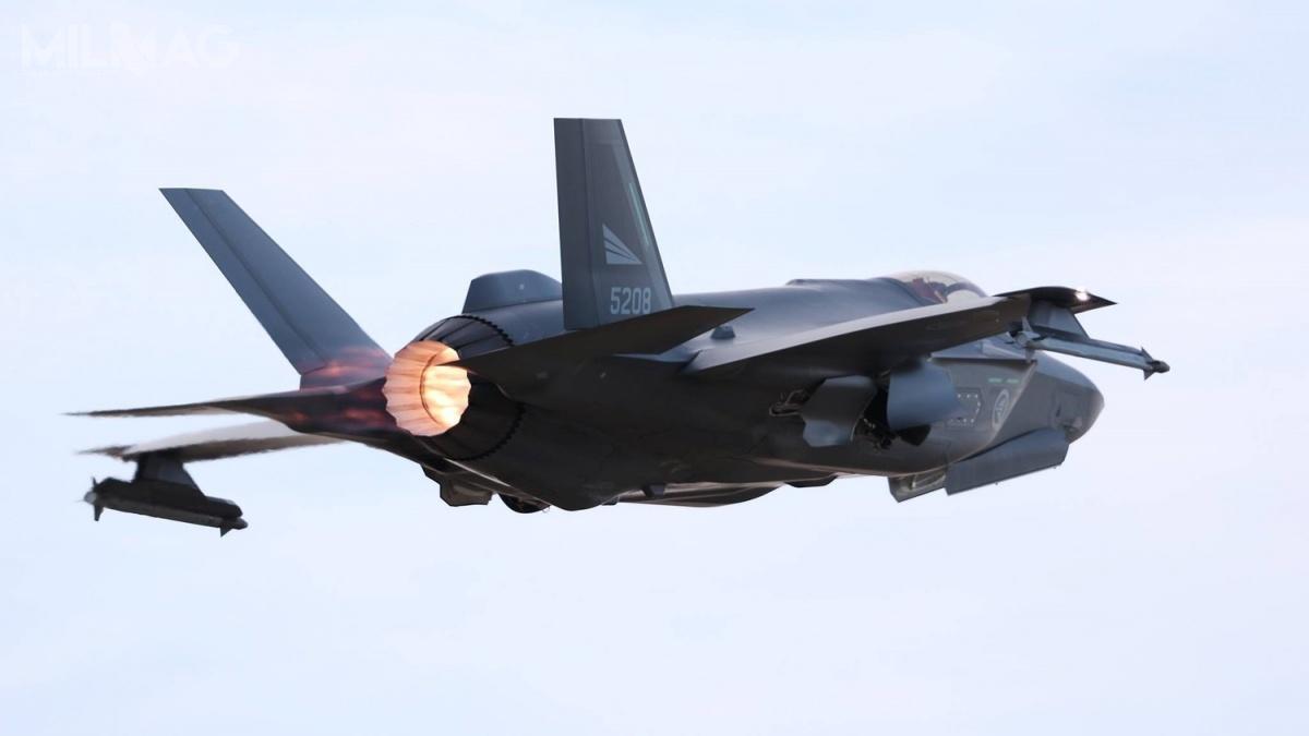 Wstępna gotowość operacyjna norweskich F-35A została ogłoszona pomimo nierozwiązanego problemu zsystemem wspomagania lądowania składającego się zespadochronu hamującego wspecjalnej owiewce wtylnej części kadłuba / Zdjęcie: Luftforsvaret