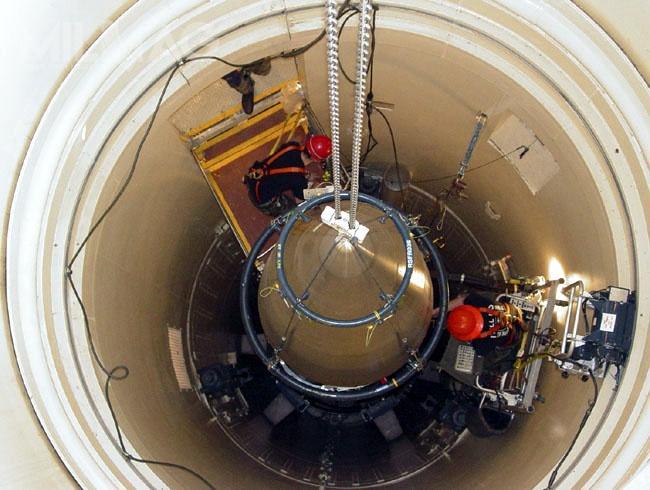 Pomimo globalnie zmniejszającej się ilości głowic atomowych wszyscy posiadacze broni atomowej konsekwentnie modernizują swoje arsenały. /Zdjęcie: US Airforce
