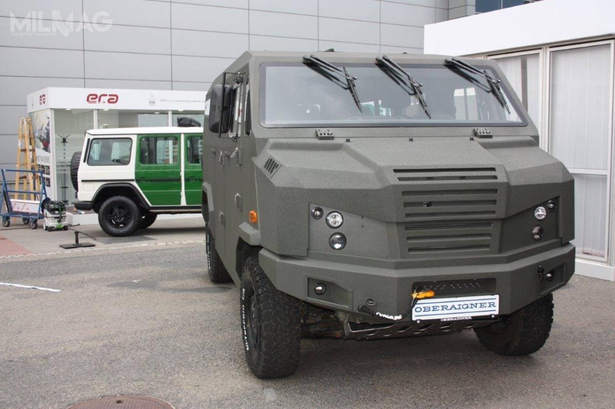 Prototypowy pojazd Light Tactical Multi-Purpose Vehicle (LTMPV) zaprezentowany przezpolski Team Concept iaustriacki Oberaigner natargach IDET wBrnie. Austriacy są znanym odlat dostawcą zmodyfikowanych odmian specjalistycznych furgonetek Mercedes-Benz Sprinter 4x4 / Zdjęcia: Oberaigner