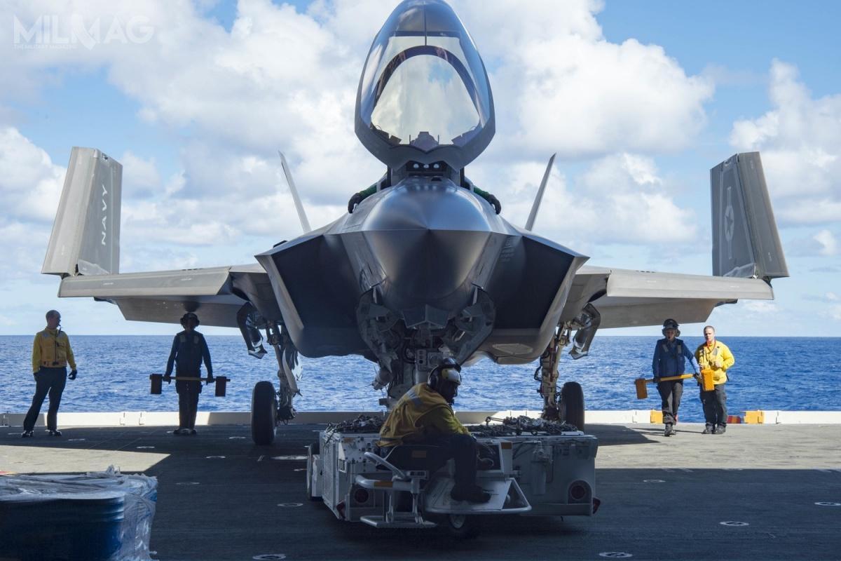 F-35C eskadry VX-23 Salty Dogs naUSS Dwight D. Eisenhower (CVN-69) podczas prób wpaździerniku 2015 naOceanie Atlantyckim / Zdjęcie: Anderson W. Branch/US Navy