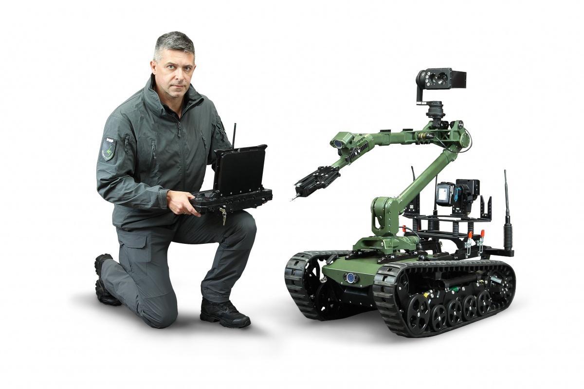 2. Mazowiecki Pułk Saperów odebrał pierwszy z35 zamówionych Robotów Patrolowo-Przenośnych (RPP), dostarczonych przezSieć Badawczą ŁUKASIEWICZ – PIAP / Zdjęcia: ŁUKASIEWICZ - Instytut PIAP