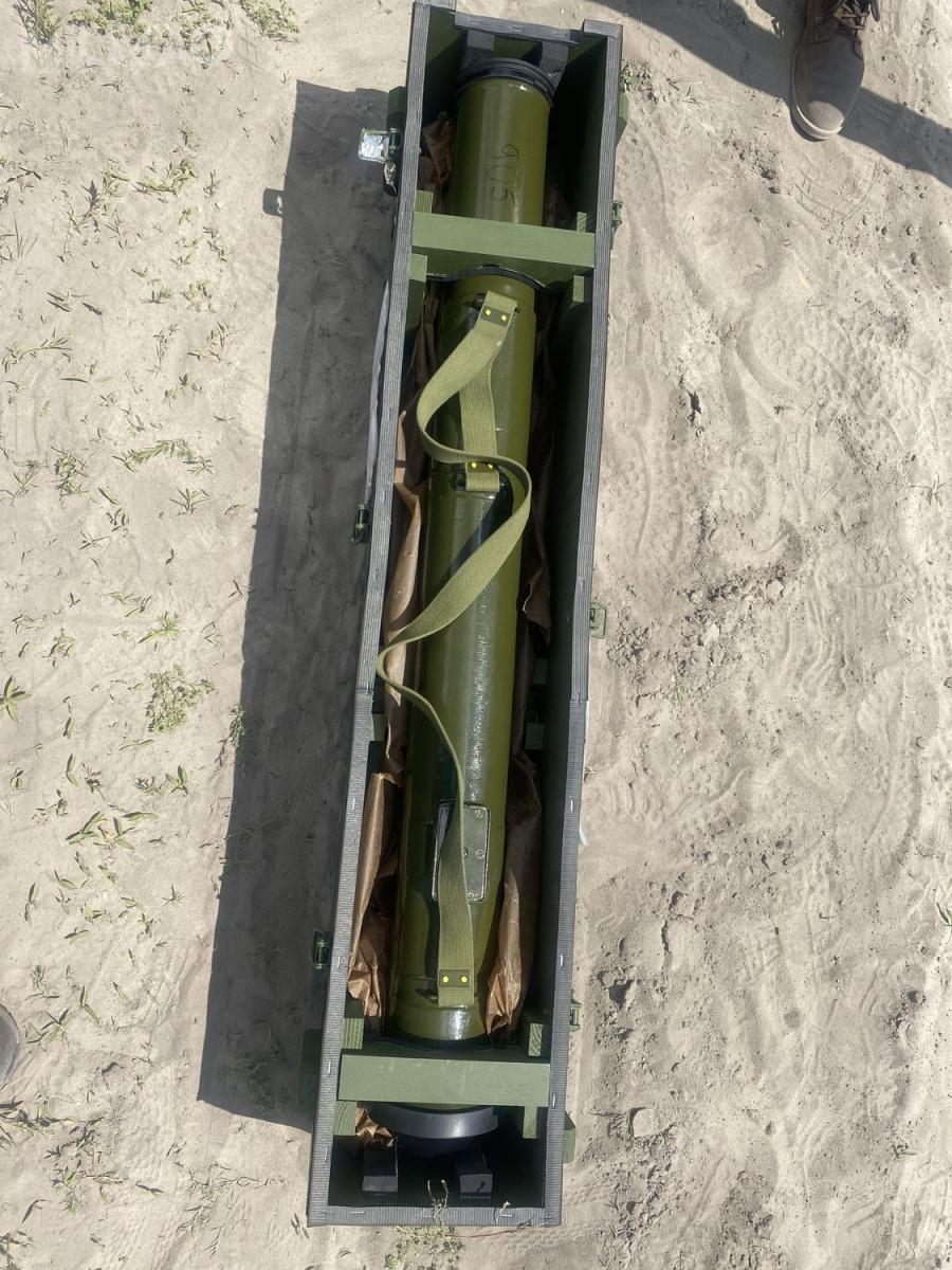Pirat ma przebijać minimum 500-550 mm jednorodnej stali pancernej (RHA) zapomocą 2,5-kilogramowej przeciwpancernej głowicy kumulacyjnej. Wzałożeniu ma razić pojazdy opancerzone iwograniczonym zakresie czołgi. Pirat ma średnicę 107 mm imasę ok. 10 kg. Pojemnik zpociskiem ma długość 1180 mm. Czas dolotu ppk docelu nadystansie 2500 m wynosi 10-12 sekund