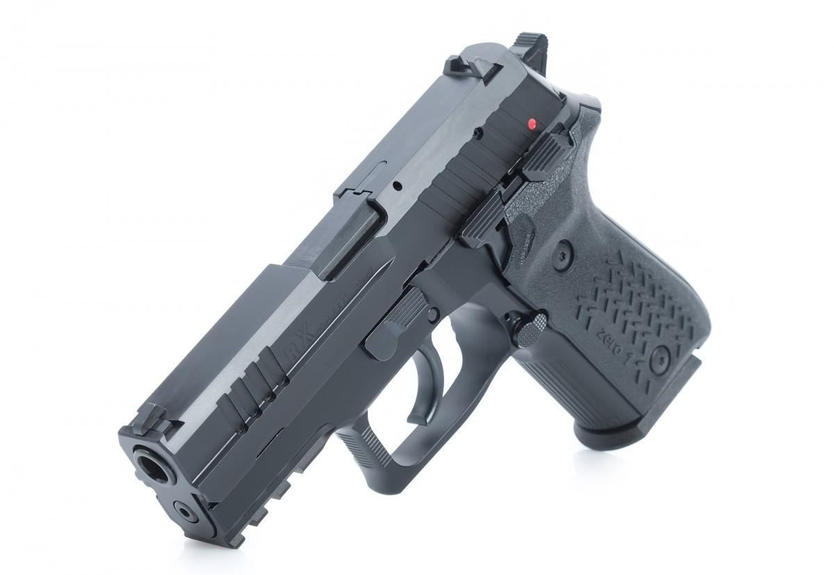 Najniższą ofertę zgłosiła spółka Works 11 zKatowic, którazaproponowała słoweński pistolet Arex Rex zero 1CP. Toniedość, żebroń kurkowa, tojeszcze zzewnętrznym bezpiecznikiem nastawnym. Ostatnia podobna konstrukcja używana przezPolicję tokupiony ponad 20 lat temu CZ 75 / Zdjęcie: Arex