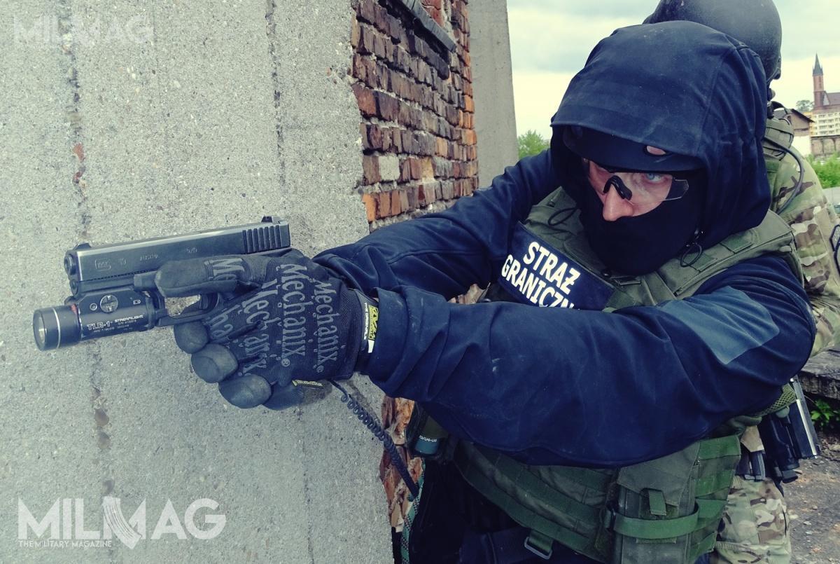 Jeszcze wtym miesiącu Straż Graniczna ma rozpocząć przetarg nieograniczony nadostawy 2,2 tys. pistoletów samopowtarzalnych doamunicji 9mm x 19 / Zdjęcia: Remigiusz Wilk, Paweł Ścibiorek