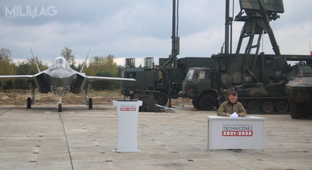 Podpisany przezszefa MON piętnastoletni Plan Modernizacji Technicznej (PMT) Sił Zbrojnych RP nalata 2021-2035 zakłada przeznaczenie kwoty rzędu 524 miliardów złotych naunowocześnianie iwymianę wyposażenia Wojska Polskiego