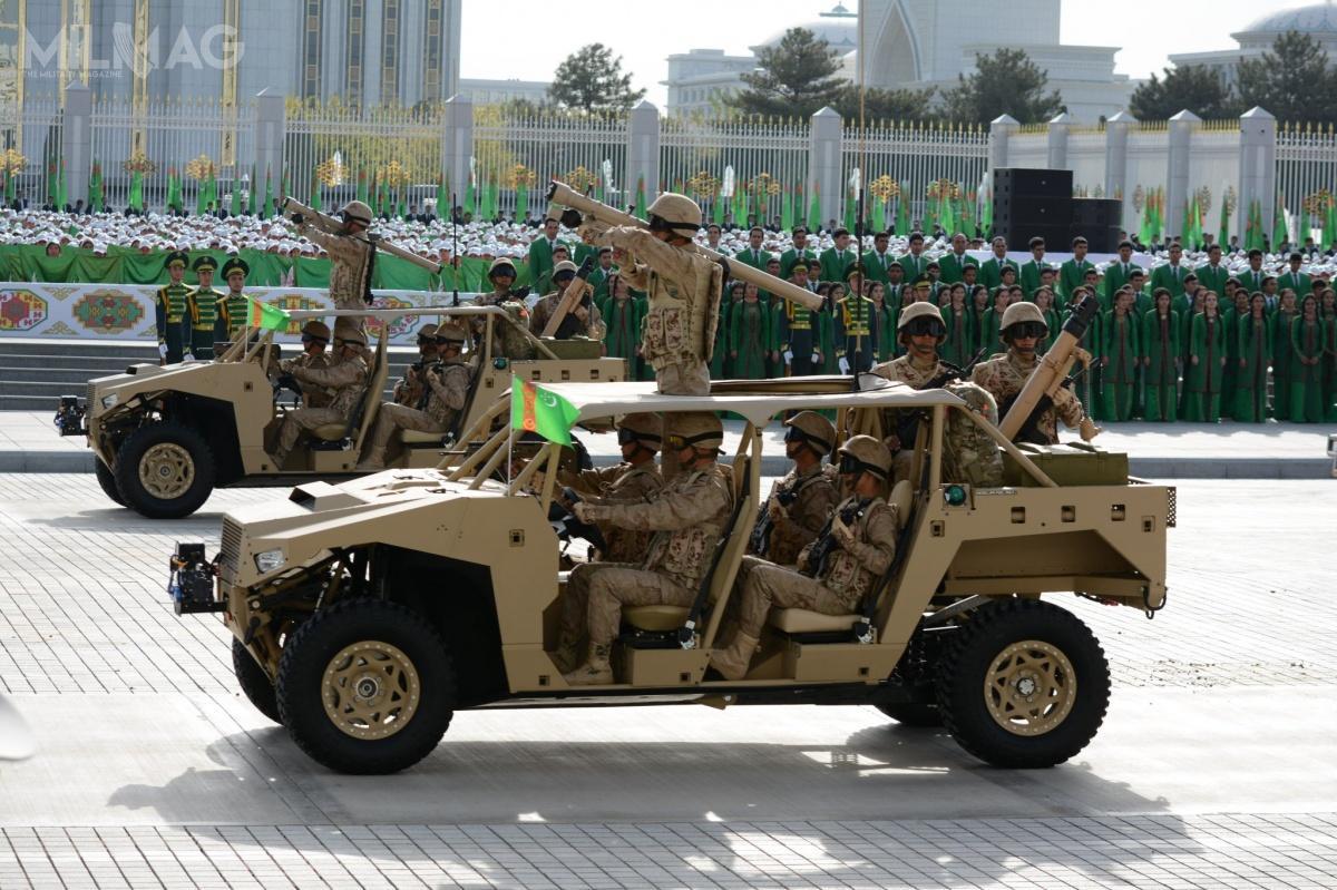 Używane przezjednostki specjalne Turkmenistanu pojazdy terenowe Polaris DAGOR zaprezentowane podczas parady podkoniec 2017 / Zdjęcia: Ministerstwo obrony Turkmenistanu