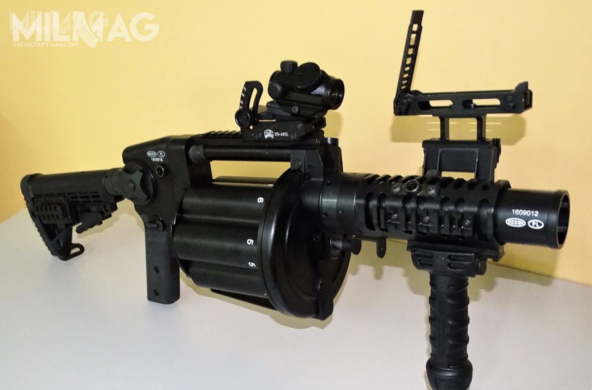 Policja kupiła trzy granatniki rewolwerowe RGP-40, które zostały dostarczone funkcjonariuszom wgrudniu 2016. Wprowadzając je douzbrojenia 22 marca wyprzedziła Wojsko Polskie / Zdjęcia: Remigiusz Wilk