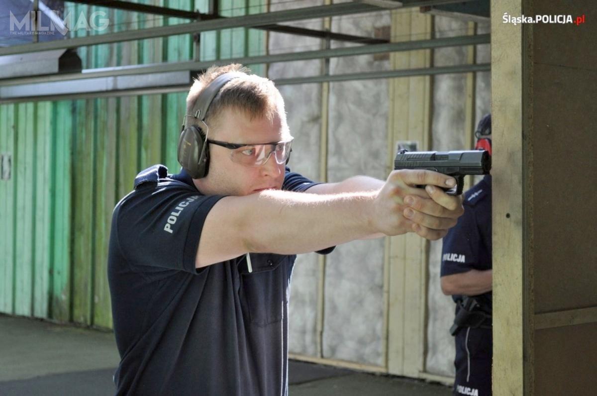 Policja poinformowała owynikach otwarcia ofert nadostawę 9300 pistoletów samopowtarzalnych doamunicji 9mm x 19. Wszystkie zaoferowane modele objęte są 14-letnią gwarancją, każdy ma wytrzymać 40 tysięcy strzałów i10 tysięcy strzałów nasucho / Zdjęcie: Policja