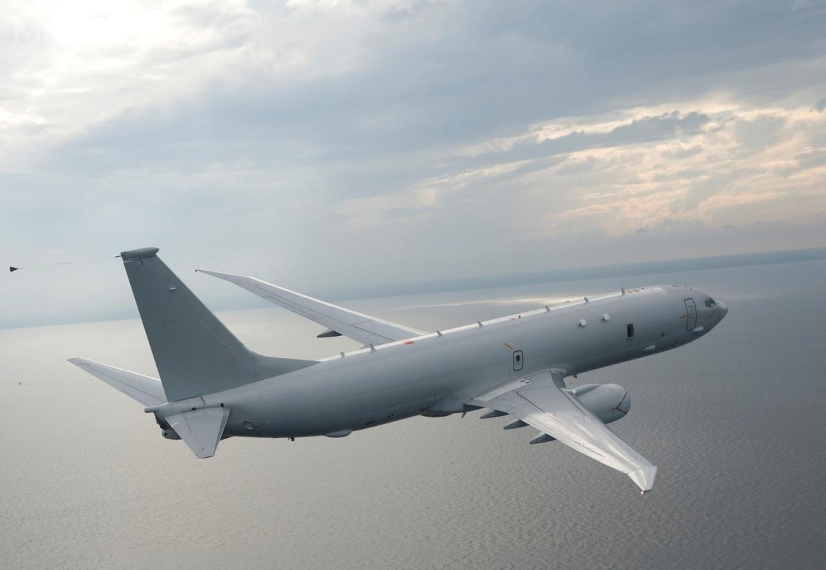 Boeing P-8A Poseidon jest najnowszym morskim samolotem rozpoznawczym ipatrolowym US Navy, przeznaczonym dowykrywania iwalki zokrętami podwodnymi oraznawodnymi. Wsłużbie odlistopada 2013. Samolot bazuje nazmodyfikowanym  modelu 737-800, któryotrzymał radar nowej generacji AN/APY-10 zsyntetyczną aperturą / Zdjęcie: Boeing