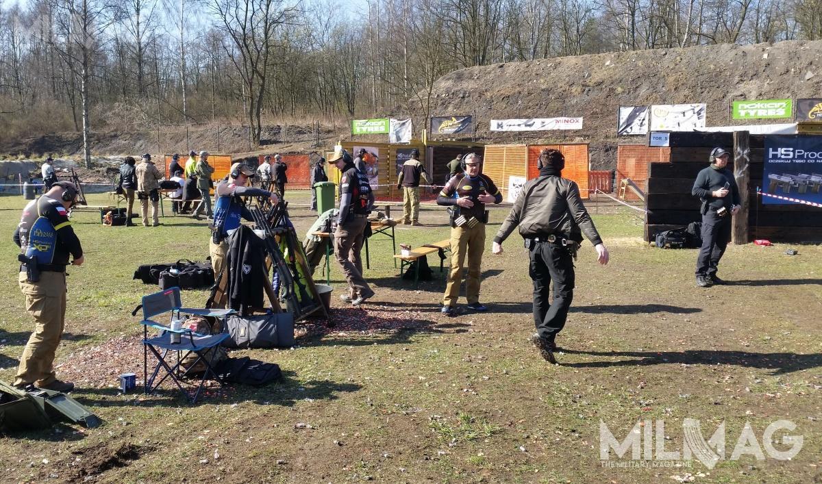 Turniej odbywa się nastrzelnicy Hubertech wJaworznie. Uczestnicy konkurują zesobą napięciu specjalnie przygotowanych torach