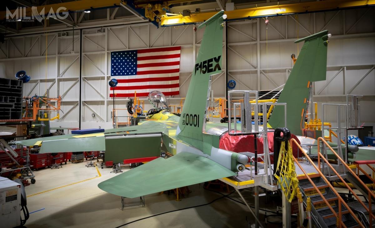 Wielozadaniowe F-15EX Advanced Eagle zastąpi najstarsze egzemplarze samolotów bojowych F-15C/D Eagle. Wporównaniu zpoprzednikiem, żywotność płatowca zostanie zwiększona z5do20 tys. godzin nalotu. Zakup 8znich został zatwierdzony wbudżecie narok fiskalny 2020, a12 następnych wbudżecie narok fiskalny 2021. USAF planują zakup łącznie 76 samolotów F-15EX wramach pięcioletniego Future Years Defense Program. Wdalszej kolejności może zostać zakupionych 68 kolejnych egzemplarzy / Zdjęcie: Boeing