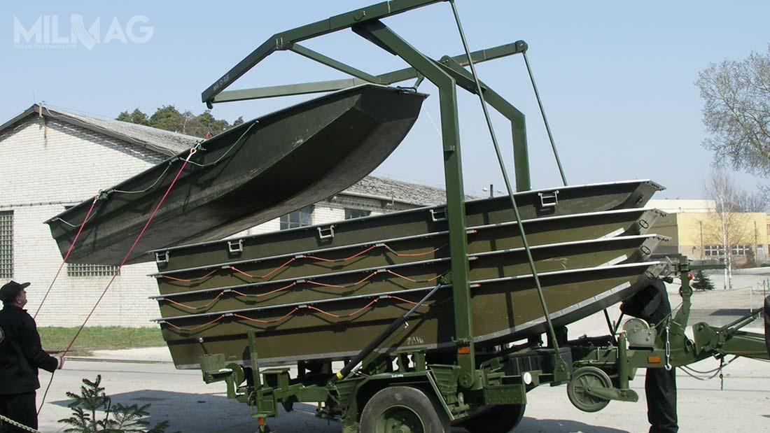 Przyczepy PTŁ służą dotransportu pięciu łodzi desantowych ŁD lub dwóch łodzi saperskich ŁS / Zdjęcie: Wojskowe Zakłady Inżynieryjne
