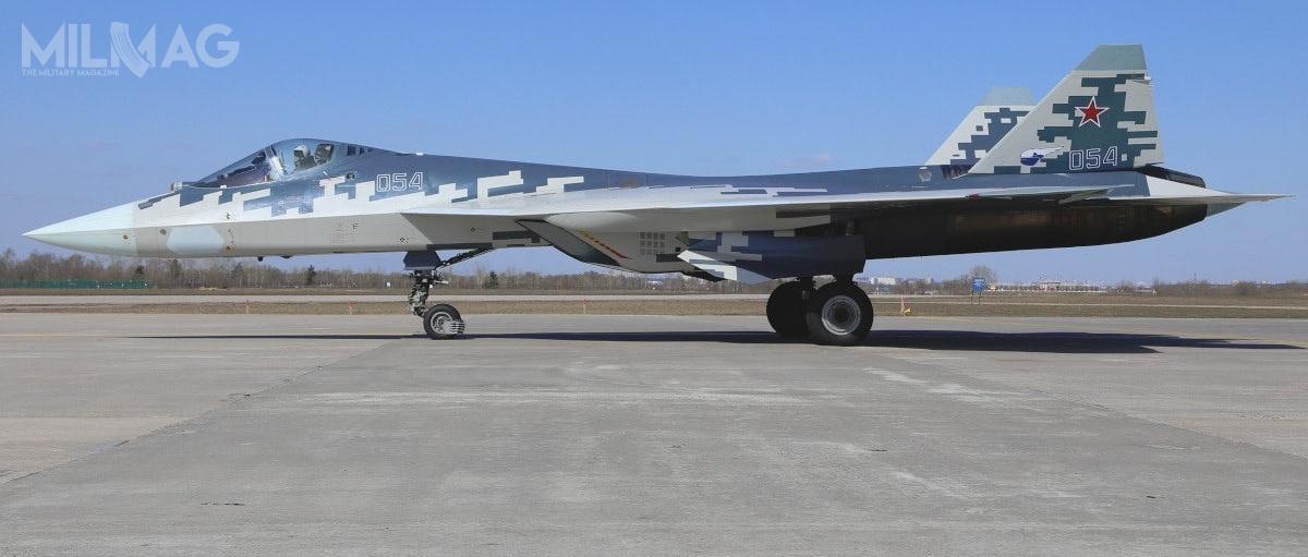 Według dziennika Kommiersant wartość kontraktu na76 samolotów Su-57 wyniesie maksymalnie 170 mld RUB, co oznacza ok. 2,24 mld RUB zajeden samolot. Wydaje się, żesą toszacunki mocno zaniżone. Jak dotąd wyprodukowano 10 prototypów Su-57, zktórych6eskortowało prezydencki samolot Ił-96-300PU podczas przylotu doAchtubińska, gdzie padła deklaracja ozakupie